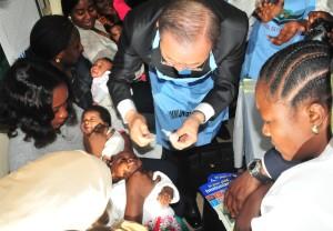 Ban Ki-moon immunises baby against Polio